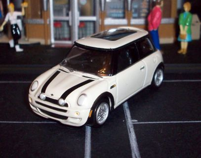 Playing Mantis-Johnny Lightning  MINI Cooper S