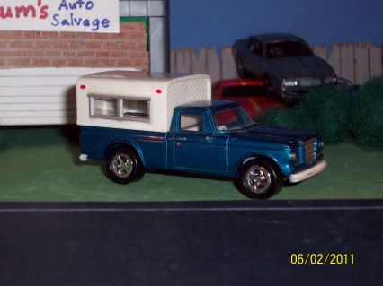 Playing Mantis-Johnny Lightning Studebaker '60 Pick Up Camper