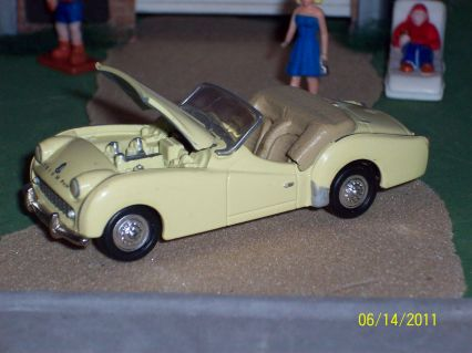 Playing Mantis-Johnny Lightning  Triumph TR3